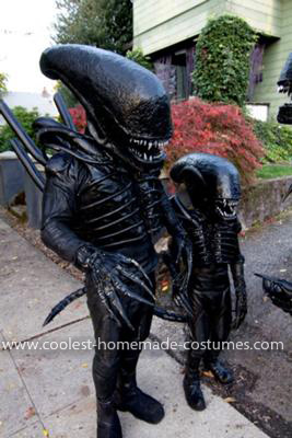 Coolest Alien Family Costume 14