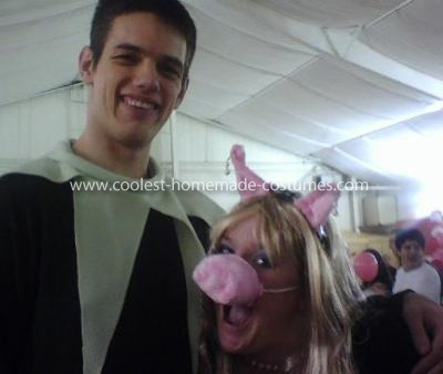Homemade Muppet Miss Piggy and Kermit Couple Costume